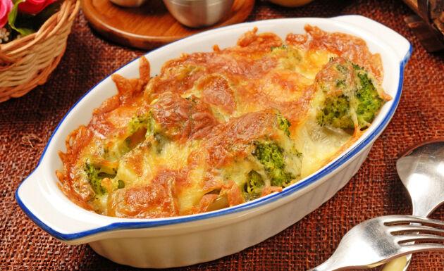 Delicioso brócoli gratinado con crema de queso